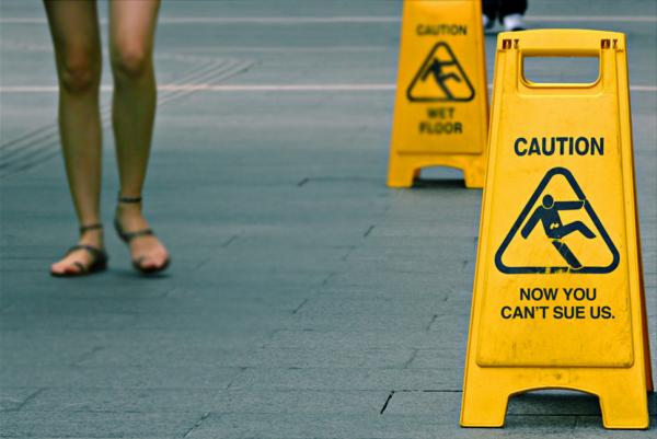 Consejos para evitar denuncias por lesiones en tu comercio